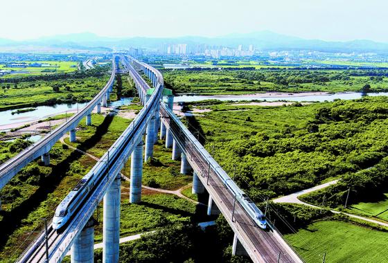 한국철도시설공단은 지난 9일 국가철도공단 출범 선포식을 갖고 새롭게 출발했다. 국가철도공단은 국가철도망 구축 등을 주요 임무로 하는 한국철도시설공단의 새로운 이름이다. [사진 국가철도공단]