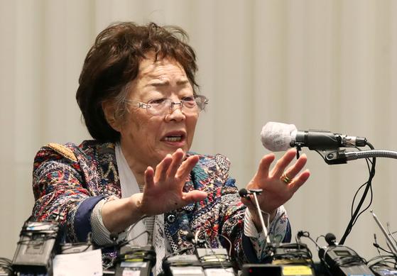 일본군 위안부 피해자 이용수(92) 할머니가 지난 5월 25일 오후 대구 수성구 만촌동 인터불고 호텔에서 두번째 기자회견을 하고 있다. 첫 기자회견은 대구 남구의 찻집에서 열렸다. [연합뉴스]
