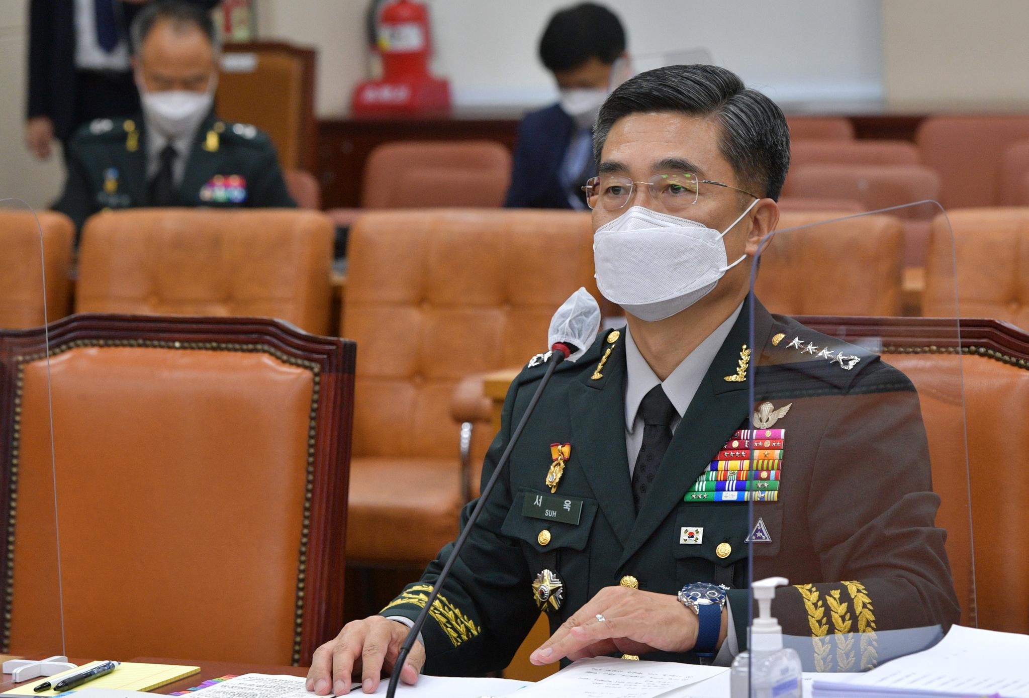 서욱 국방장관 후보자가 16일 서울 여의도 국회에서 열린 인사청문회에서 의원들의 질의에 답변하고 있다. 뉴스1