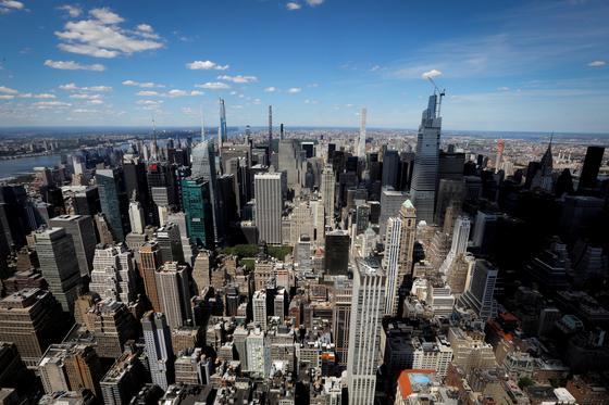 미국 뉴욕 맨해튼. 코로나19가 장기화하면서 뉴욕, 영국 런던 등 주요국 도심의 공실률이 치솟고 있다. 도심 거주자들은 코로나19발 불황, 감염 우려에 도심 외곽으로 이동하고 있다. [로이터=연합뉴스]