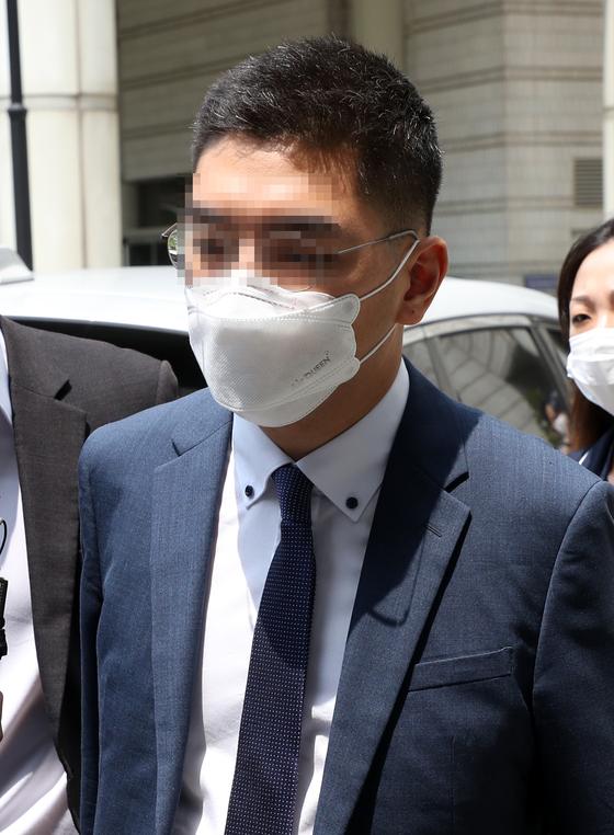 이동재 전 채널A 기자가 지난 7월 17일 영장실질심사를 마치고 서울중앙지법을 나서던 모습. 이 전 기자는 구속 재판을 받고있다. [연합뉴스]