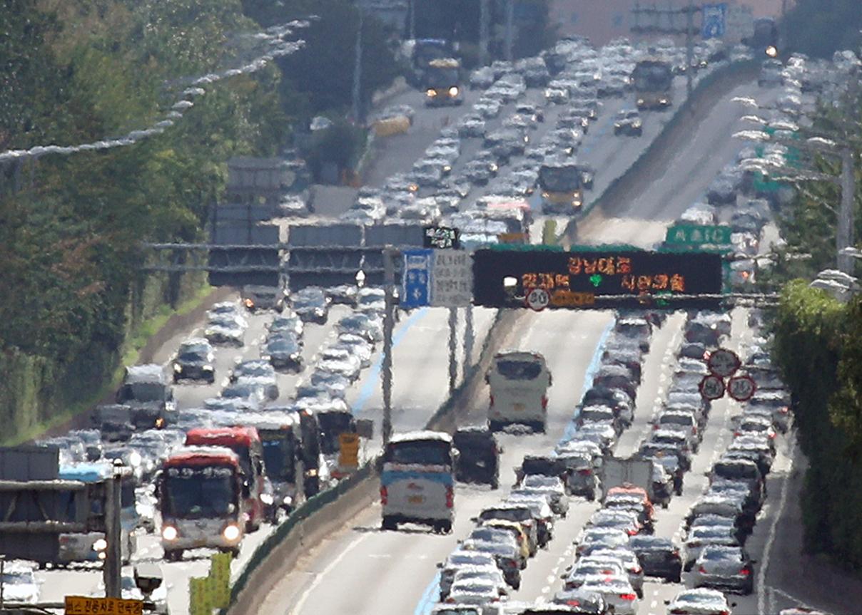 [속보] 정부 추석연휴 고속도로 통행료, 올해는 유료…코로나19 방역에 활용