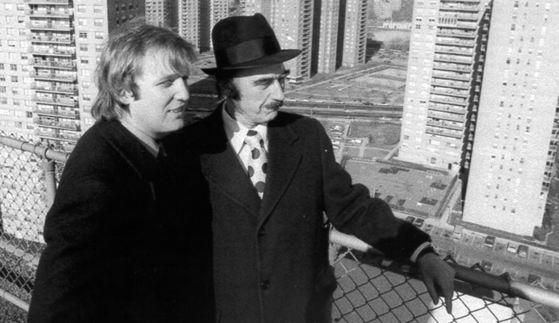 1975년 아버지 프레드 트럼프(오른쪽)와 함께 뉴욕 브루클린에 위치한 자신의 5성급 호텔 옥상에 ㅗ른 도널드 트럼프 [중앙포토]
