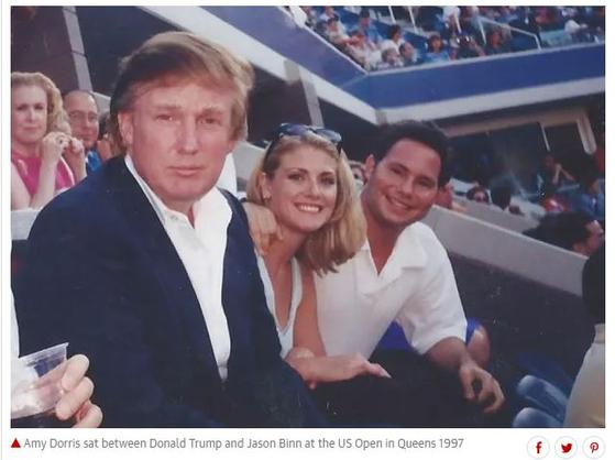에이미 도리스가 공개한 1997년 US오픈 테니스 경기 당시 트럼프, 남자친구 빈과 함께 촬영한 사진. [가디언 홈페이지 캡처]