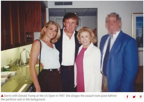 에이미 도리스가 공개한 트럼프 대통령과 촬영한 사진. [가디언 홈페이지 캡처]