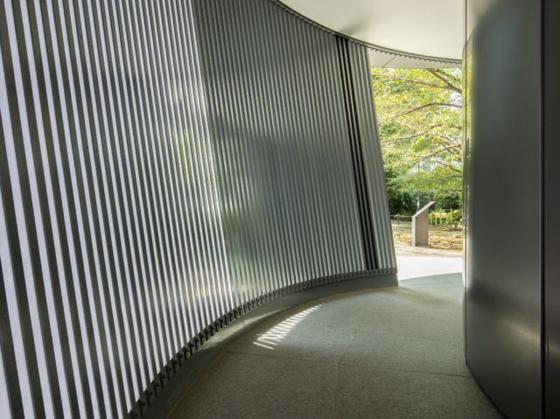 안도 다다오가 설계한 도쿄 공원의 공공 화장실. Satoshi Nagare 촬영. [The Nippon Foundation]