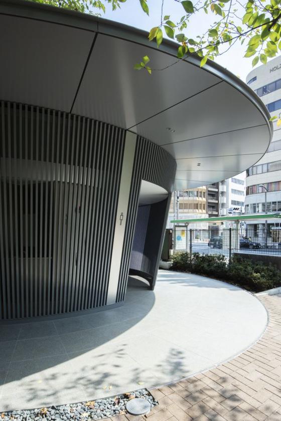 일본 건축가 안도 다다오가 설계한 도쿄 공원의 공공 화장실. Satoshi Nagare 촬영. [The Nippon Foundation]