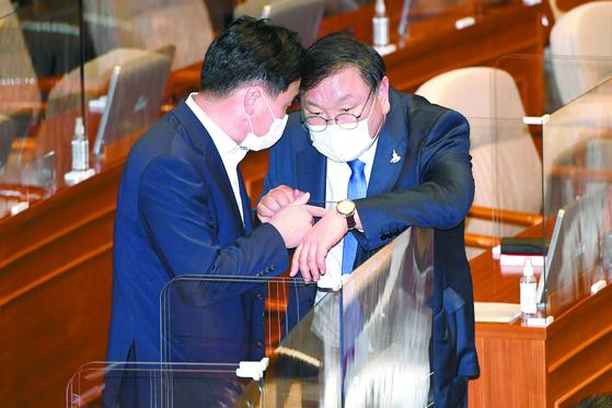 """이재명 """"얼빠졌다"""" 했지만…'지역화폐 역효과론' 근거 있다"""