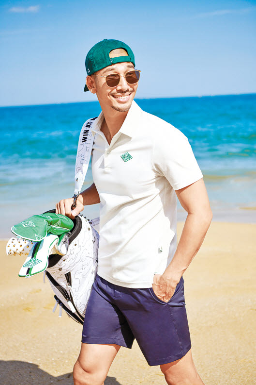 '더 카트'가 새롭게 선보이는 '시그너처 로고 피케 셔츠'는 라운딩에서 가장 기본인 아이템이자 더 카트 골프 로고가 원포인트로 돋보이는 대표 제품이다. [사진 코오롱FnC]