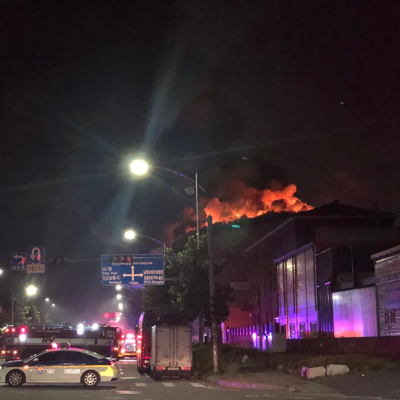 19일 오전 2시31분께 인천시 남동구 고잔동 남동공단 한 플라스틱 포장재 제조 공장에서 불이 나 4시간 17분 만에 진화됐다. 뉴스1