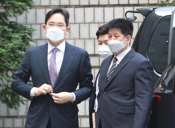 지난 6월 이재용 삼성전자 부회장이 서울중앙지법에서 열린 영장실질심사에 출석하고 있다. 강정현 기자
