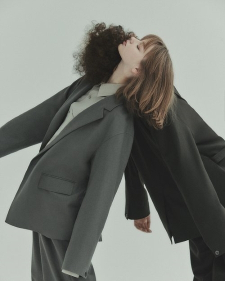 삼성물산 패션부문은 지난 8일 편집숍 비이커의 온라인 전용 브랜드 비 언더바를 론칭했다. 사진 삼성물산