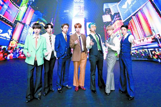 한국 가수 최초로 빌보드 '핫 100'에서 2주 연속 1위를 한 방탄소년단(BTS). [사진 빅히트엔터테인먼트]