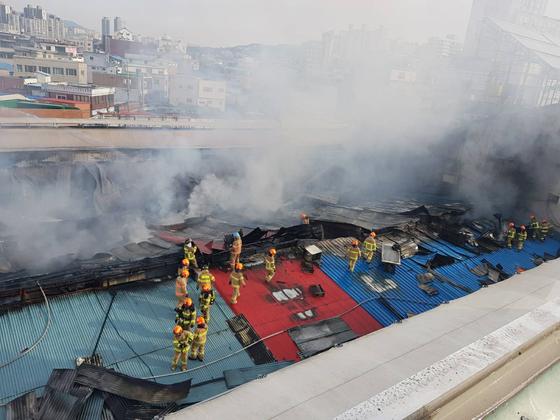 서울 동대문구 제기동 청과물시장 화재 현장 모습. 사진 동대문소방서 제공