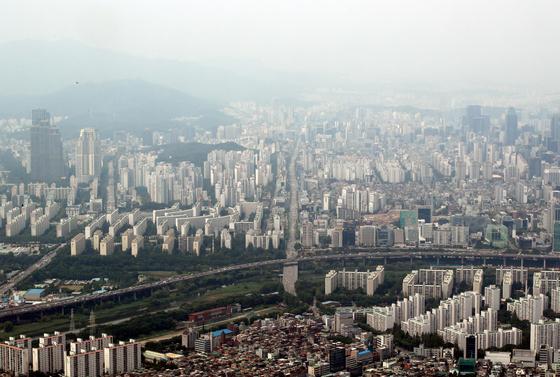 서울 강남구 삼성동(오른쪽)과 대치동 일대 모습. 뉴스1