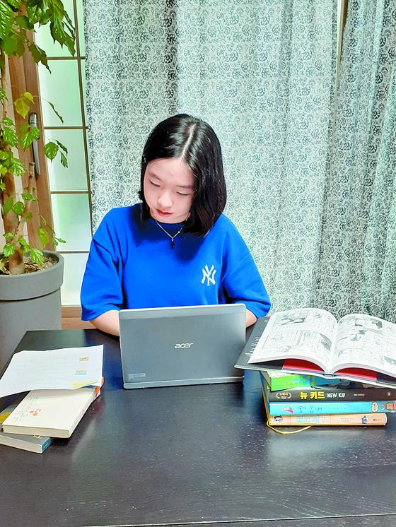 코로나 19로 집에 있는 시간이 길어지자 정가희 학생기자는 그래픽 노블이란 장르를 만나 독서 영역을 넓혔다.
