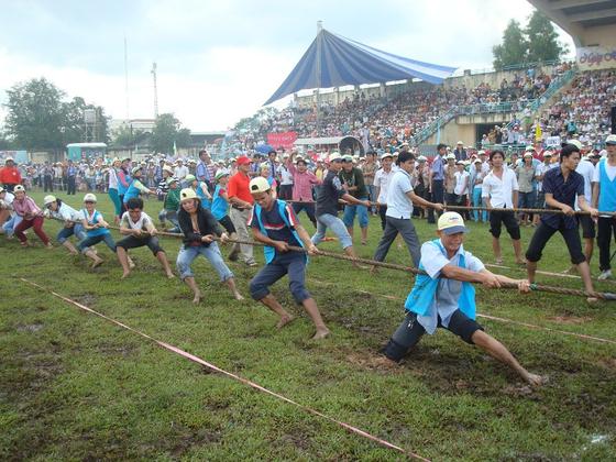 한세실업의 생산기지가 있는 베트남 호치민에서 직원들이 체육대회에 참여하고 있다.