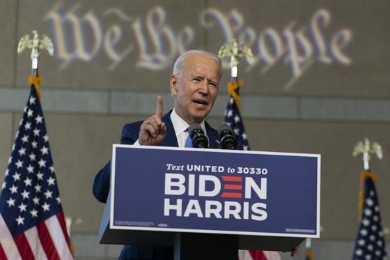 조 바이든 미국 민주당 대선 후보가 20일(현지시간) 펜실베니아주 필라델피아에서 연설하고 있다. [AP=연합뉴스]