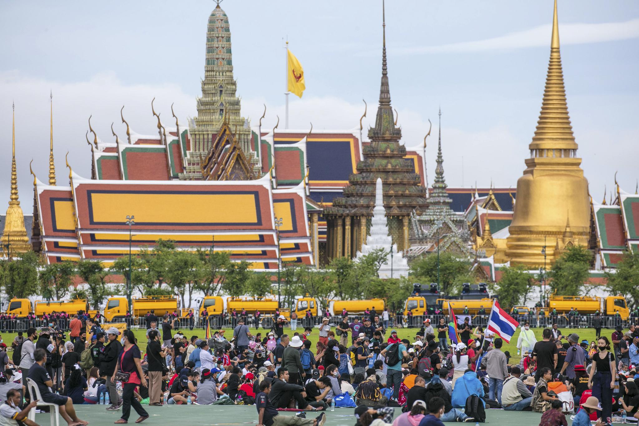 태국의 반정부 시위대가 20일(현지시간) 방콕 사남 루엉 광장에 집결해 있다. AP=연합뉴스