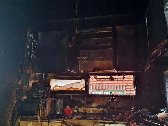 라면을 끓여먹다가 화재가 발생한 인천시 미추홀구의 한 빌라 건물 2층. [사진 미추홀소방서]