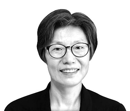 지난 1월 경향신문에 '민주당만 빼고'라는 칼럼을 썼던 임미리 교수. [사진 임미리 교수 제공]