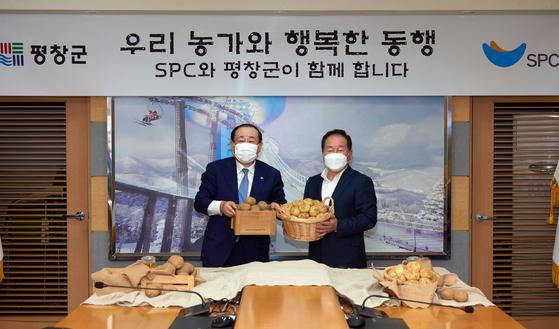 spc그룹은 18일 강원도 평창군과 '감자 활용 제품 개발·소비 활성화를 위한 MOU'를 체결했다. 사진 SPC