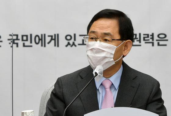 주호영 국민의힘 원내대표가 18일 오전 서울 여의도 국회에서 열린 원내대책회의에서 모두발언을 하고 있다. 뉴스1