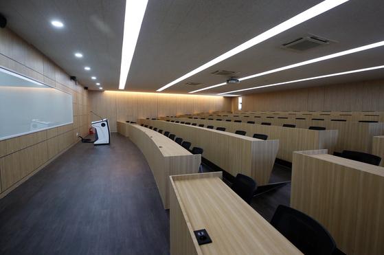 개강 첫 날인 지난 3월 16일 오전 광주 남구 광주대학교 한 강의실이 텅 비어있다. 코로나19 확산에 온라인 강의 등으로 수업을 대체했기 때문이다. 연합뉴스