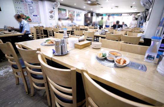 지난 8월 31일 코로나19 여파로 한산한 서울 중구의 한 음식점. 뉴시스