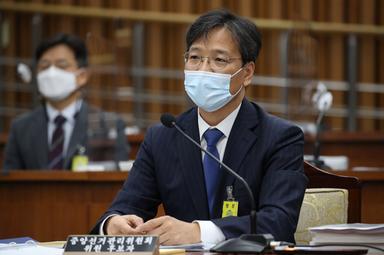 조성대 중앙선거관리위원 후보자가 22일 서울 여의도 국회에서 열린 인사청문회에 출석해 의원들의 질의에 답변하고 있다. [뉴스1]