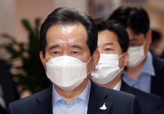정세균 국무총리가 22일 서울 세종로 정부서울청사에서 열린 영상 국무회의에 참석하고 있다. 뉴스1