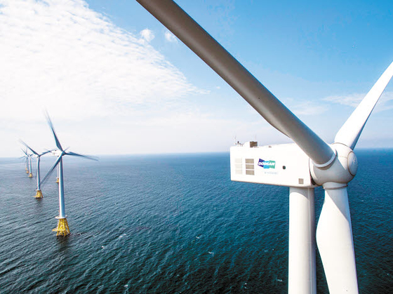 두산그룹은 꾸준한 연구개발을 통해 제품 및 기술의 근원적 경쟁력을 확보하고 있다. 특히 두산중공업은 순수 자체 기술과 실적을 보유한 국내 유일 해상풍력발전기 제조사다. 국내 최초 해상 풍력단지인 탐라해상풍력 발전단지 전경. [사진 두산그룹]