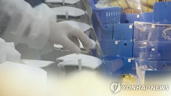 마스크 공장의 모습. [연합뉴스]