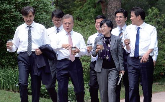 [월간중앙] 친문 권력의 이중성 공격하는 진보 논객들