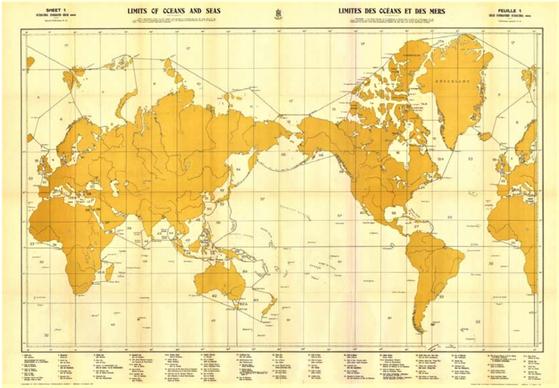 국제수로기구(IHO)가 1953년 발간한 표준 해도 '해양과 바다의 경계'(S-23) 제3판. 동해를 일본해(아래 범례)로 단독 표기했다. IHO는 4판 개정 논의에서 한국의 동해·일본해 병기 제안을 일본이 거부하며 합의에 이르지 못하자 바다명 표기 없이 고유식별번호인 숫자만 표시하는 디지털 해도(S-130)를 내자고 제안했다.[IHO]
