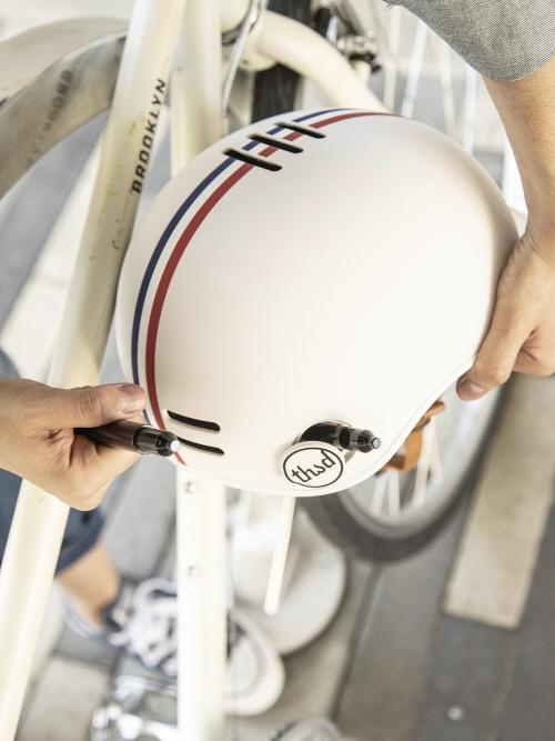 친구를 자전거 사고로 잃은 후 만든 '따우전드 헬멧'…이름의 뜻은?