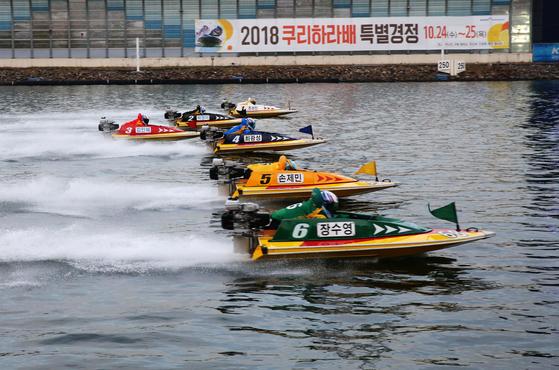 선수들이 가장 우승하고 싶어하는 쿠리하라배. 사진은 2018년 쿠리하라배 특별경정 경주 모습.