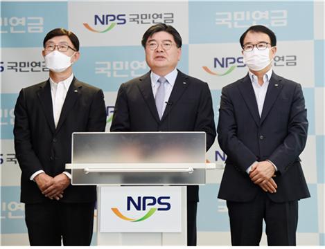 김용진 국민연금공단 이사장이 지난 20일 직원 4명이 대마초를 피운 혐의로 경찰에 입건된 사건에 대해 대국민 입장문을 발표하고 있다. [사진 국민연금공단]
