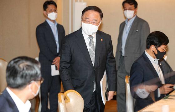 홍남기 공공재개발 수십개 조합 참여 의사 밝혀…12월 선정