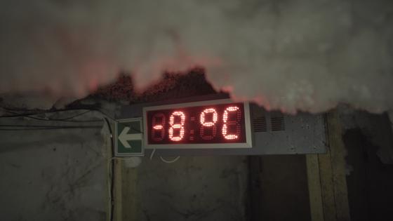 러시아 사하공화국 야쿠츠크에 위치한 동토연구소 지하의 영구동토 시설. 사방이 얼음으로 가득차 있는 이 곳의 온도는 영하 8도를 가리키고 있다. 사진 sreda studio