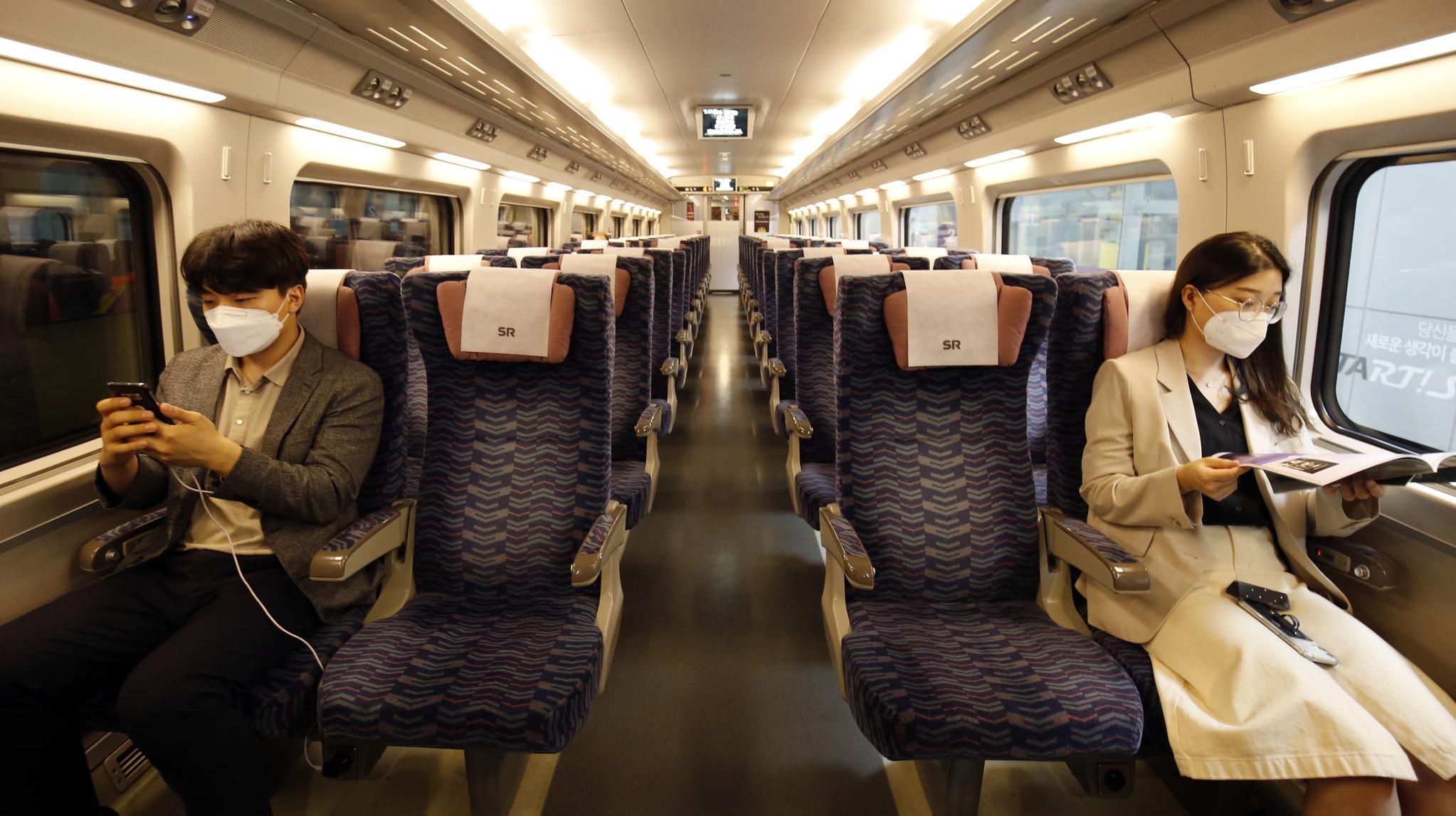 추석 연휴 기간 열차내 거리두기가 한층 강화된다. [사진 SR]