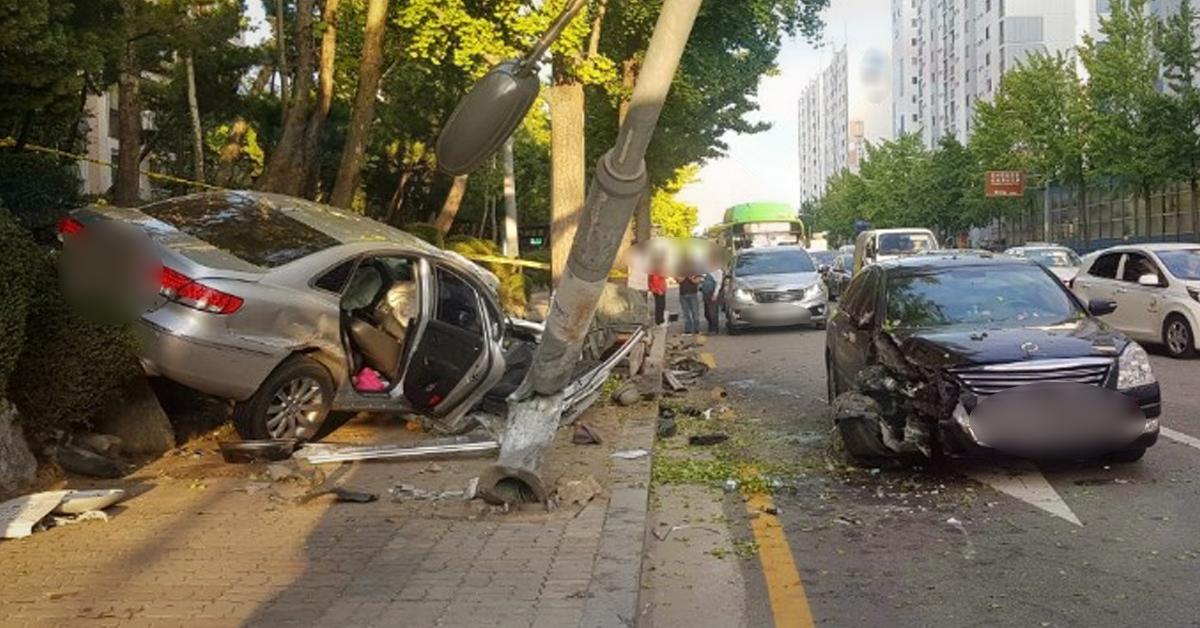 24일 오후 5시 7분께 서울 강서구 양천로 신방화사거리 부근에서 교통사고가 발생했다. 사진 강서소방서