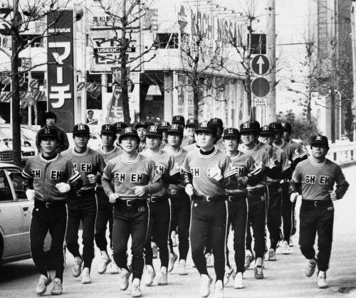 1982년 창단 후 첫 해외 전지훈련 중 시내에서 러닝하고 있는 해태 선수들. 중앙포토
