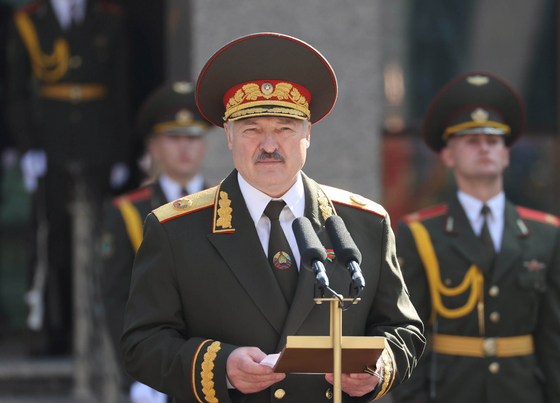 26년째 대통령직을 맡고 있는 알렉산드르 루카셴코 벨라루스 대통령이 23일(현지시간) 취임식을 진행하고 있다. EPA=연합뉴스