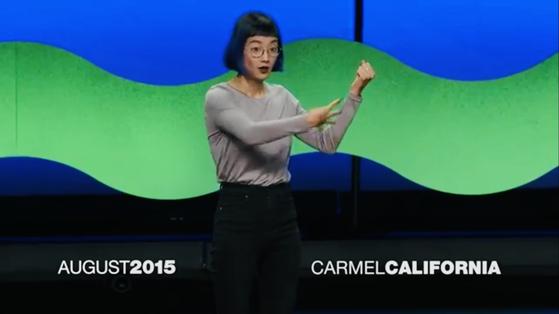2015년 TED 에서 수화로 강연한 크리스틴 선 킴. [사진 TED 강연 동영상 캡쳐 ]