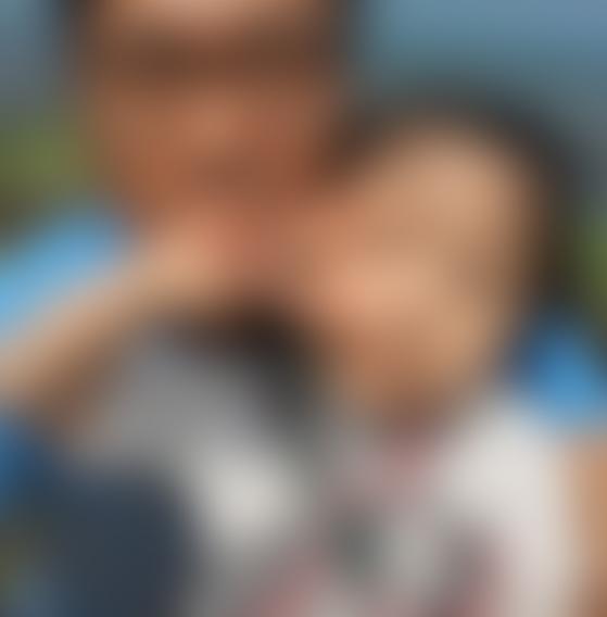북한군 총격으로 사망한 40대 공무원 A씨가 딸과 함께 있는 모습. [A씨 SNS]