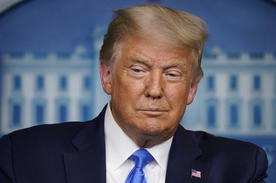 도널드 트럼프 미국 대통령이 23일(현지시간) 백악관 기자 회견에서 대선 불복 가능성을 시사했다. [AP=연합뉴스]