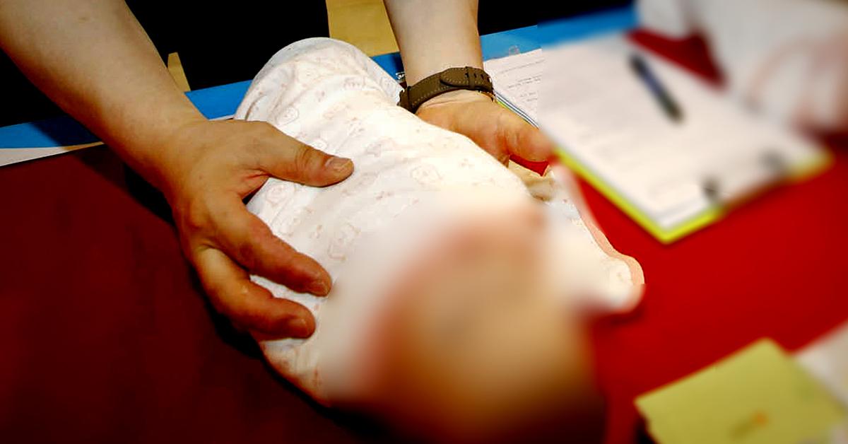 서울 중랑경찰서는 24일 영아를 살해한 혐의를 받는 30대 여성을 구속 수사하고 있다고 밝혔다. 사진은 신생아 양육과 관련 교육을 하는 모습. 뉴스1