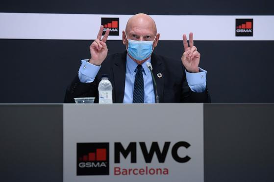 23일(현지시간) 존 호프먼 대표가 내년 MWC 연기 사실을 발표하고 있다. AFP=연합뉴스