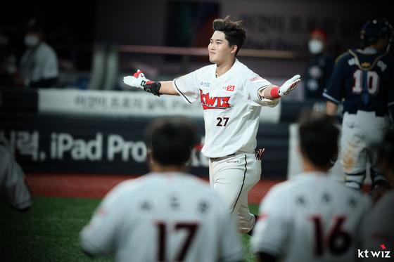 KT 돌풍의 주역 배정대가 조아제약 주간 MVP에 선정됐다. 사진은 지난 18일 두산전 끝내기 홈런을 치고 환호하는 배정대. KT 제공